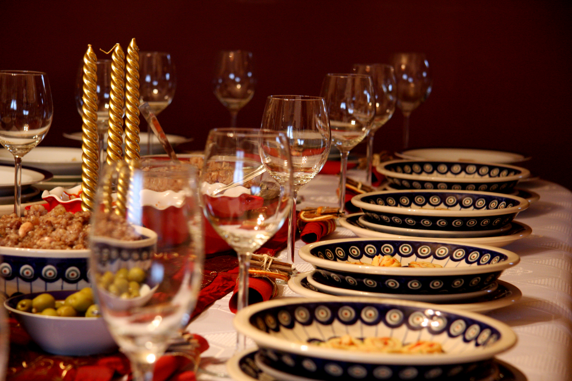 festive dinner table layout